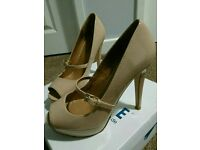 Nude patent heel with strap size 5