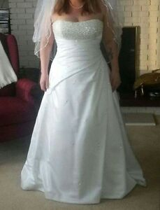 Maggie Sottero Couture Wedding dress -size 16 but runs small.