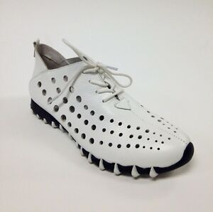 Lace up shoes, white.