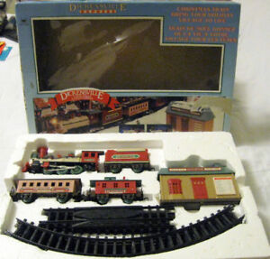 TOY TRAIN DICKENSVILLE BATTERY POWER XMAS TRAIN ALL PARTS