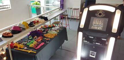 iSnap Photobooth hire unlimited prints & unlimited entertainment
