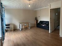 MILE END, E3 *DSS WELCOME* SPACIOUS 3 BED MAISONETTE WITH PRIVATE PATIO