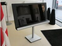 """Bang & Olufsen BeoVision 8 40"""" & Beo4 remote control"""