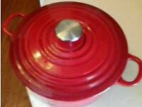 25cm Red Casserole Dish With Lid.