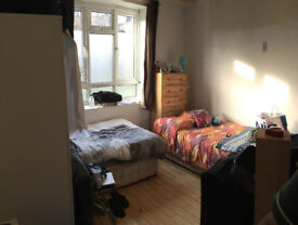 Share room in clean flat in Fulham Broadway, 5min walk to Fulham Bradway st and Parsons Green St