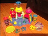 Play doh frosting fun bakery set ** nearly new **