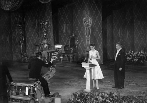 8x10 Print Audrey Hepburn Oscar Roman Holiday Jack Hersholt Presenter 1954 #JHAH