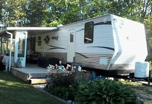 39 ft travel trailer. With 3 bedrooms/2 bathrooms/4 tipouts