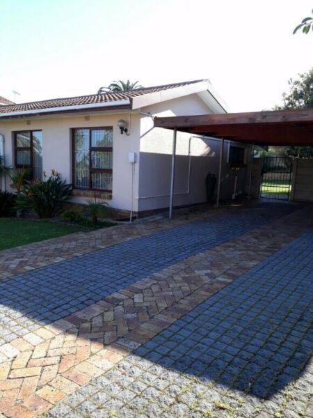 Bellville - Loevenstein Holiday  apartment  Spacious 2 bedroom flatlet close to all amenities