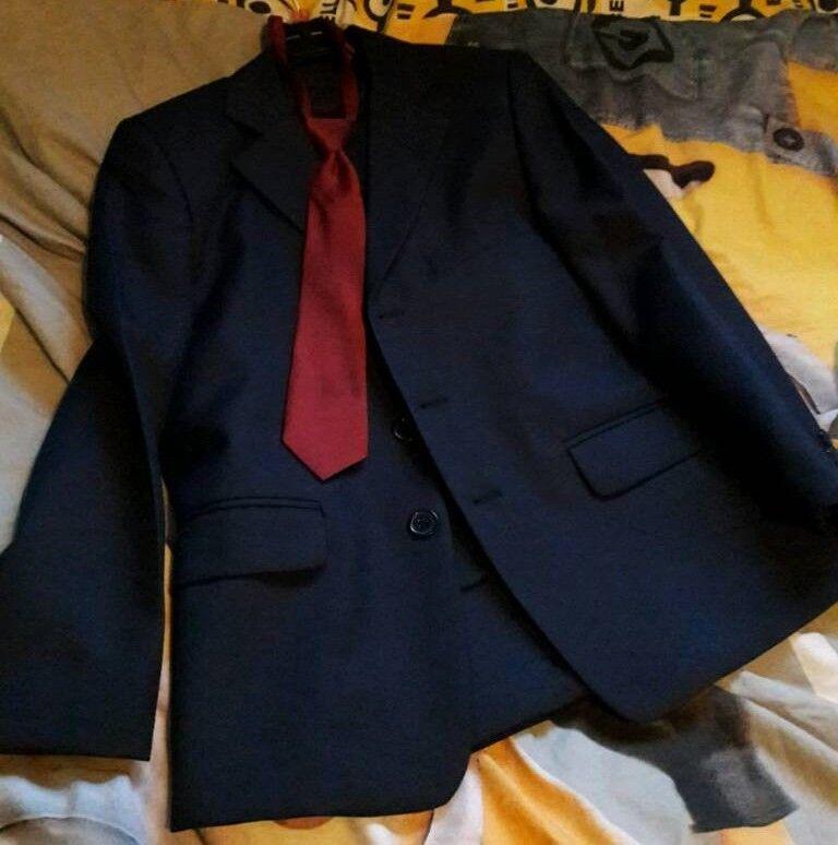 Boys 3 piece suit aged 9