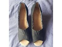 Original boxed TOMS wmn wedges size 6