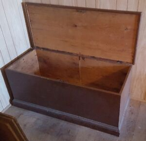 Antique Handmade Wooden Solid Pine Blanket Box Chest w/ Lock Kawartha Lakes Peterborough Area image 2
