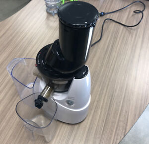 Kuvings B6000 (Slow Whole Juicer)