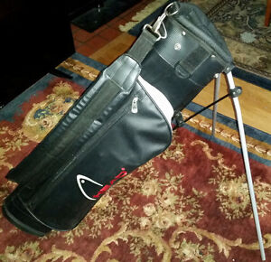 HEAD SUNDAY GOLF BAG WITH BUILT IN STAND