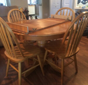 Solid Wood Table & 4 Chairs w Leaf
