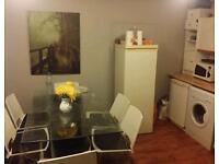 Room available opp morden tube Station (Northern Line )