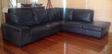 Chocolate leather couch Jindalee Brisbane South West Preview