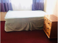 Elephant Castle / Old Kent Rd ( Just 130£ P/W ) - TWO Big Double Rooms Available Now.