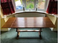 Beautiful extendable oak dining table