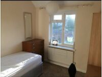 TOOTING,BORDER,SW19,MITCHAM,LARGE SINGLE ROOM, BIG LOVELY HOUSE,WIFI, NO COUNCIL TAX,NEAR TRANSPORT