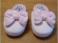 Disney Store girls Minnie Mouse slippers (infant size 9-10)