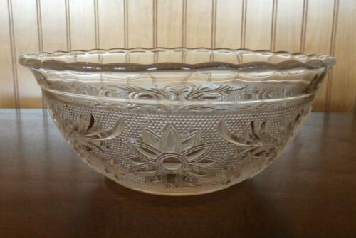 Vintage Anchor Hocking SANDWICH Clear Glass Vegetable Serving Scalloped Bowl