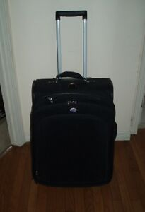 Good Condition  Used  Rolling Luggage  / Rolling Bag