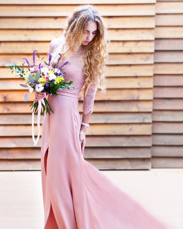 6 wedding dresses for the non traditional bride ebay for Non traditional wedding dress colors