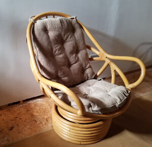 4 Rattan swivel rockers and love seat