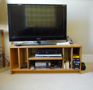 Pale Birch Wood Veneer TV Stand