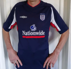 England Football Shirt (s/m) in blue, 2002 era