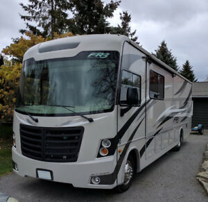 2016 Forest River FR3 32DS w/Car Dolly !! LOW KMs (<8000kms) !!
