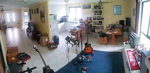 Room for rent Zilzie Yeppoon Area Preview