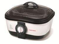 **** AS NEW**** Morphy Richards Intellichef 9 in 1 Multicooker White/Black