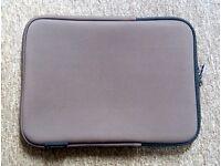 LOGIK - Zip up Case Sleeve For 10 Inch Laptop or Tablet