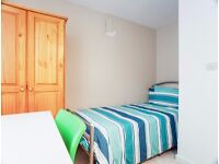 J/*NICE DOUBLE ROOM* AMAZING PROPERY WITH LIVING ROOM & GARDEN* MOVE ASAP