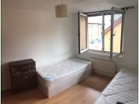Bed in a twin room Brick lane! Available now! 90pw