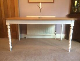 SOLID OAK Dining Table AS NEW Seats 6 shabby chic