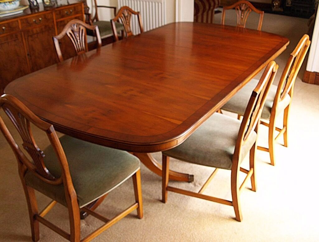 Bevan Funnell Yew Dining Room Table Plus Six Chairs And Two Carvers
