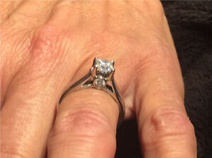 1 Carat.  White Gold. Diamond Ring  Excellent cond.