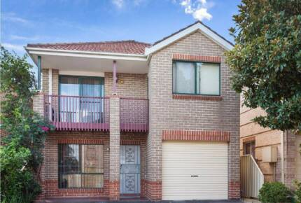 Room for rent in a town house . house share Lidcombe Auburn Area Preview