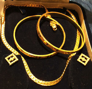 GOLD PLATED NECKLACE , RHINESTONES EAR RING AND BANGLES SET