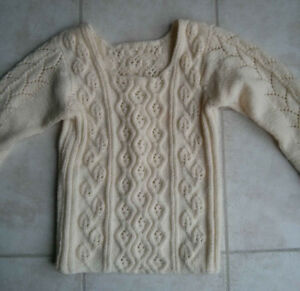 superbe chandail tricoté à la main - handknitted sweater white