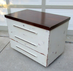 TODAY -VINTAGE SHABBY CHIC EATONIA CEDAR CHEST/TABLE