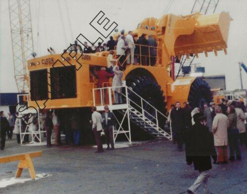 CLARK/MICHIGAN 675 24-CY Wheel Loader @ 1975 CONEXPO 8x10 COLOR Glossy Photo