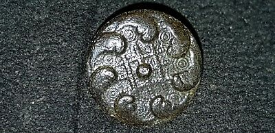 Exquisite 1700 hundreds copper alloy button intact found in England L73j