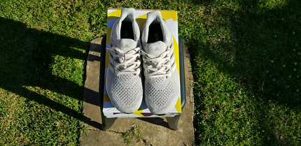 US9.5 CREAM ULTRABOOST 9/10