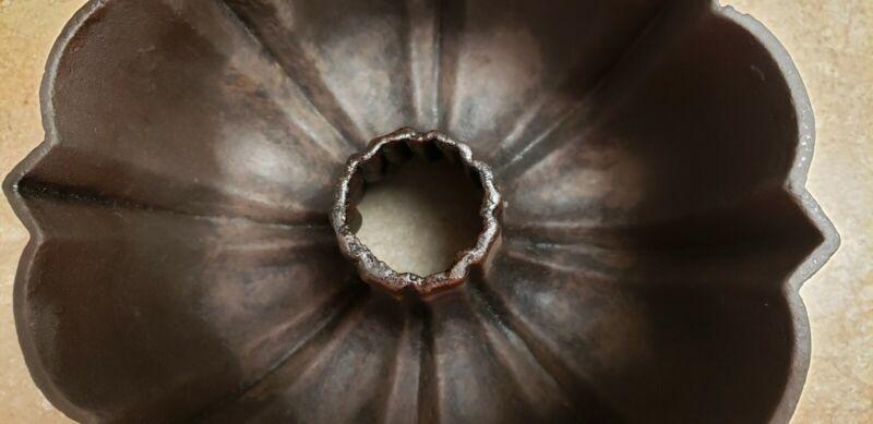 Cast iron bundt pan. un known maker