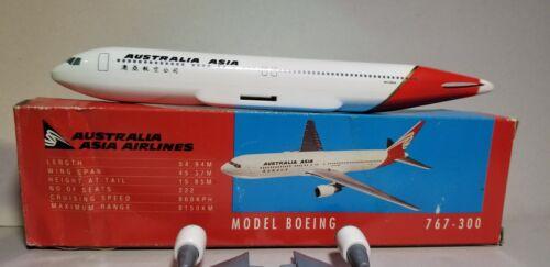FLIGHT MINATURE MODELS AUSTRALIA ASIA 767-300 1:200 SCALE PLASTIC SNAPFIT MODEL