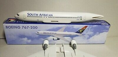 - FLIGHT MINATURE SOUTH AFRICAN AIRLINES 767-200 1:200 SCALE PLASTIC SNAPFIT MODEL